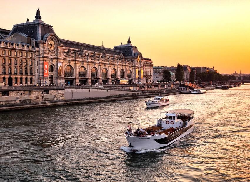 meilleures-activités-evjf-Paris-sortie-en-Bateau-Paris