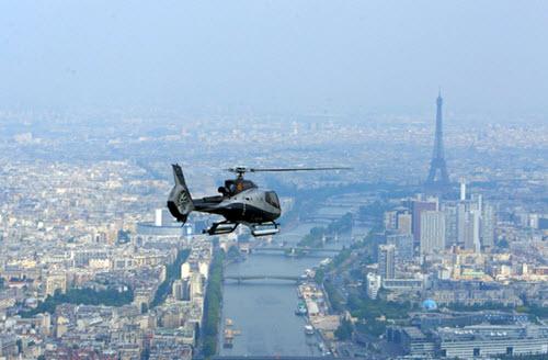 meilleures activités evjf paris - survol en helicoptère paris