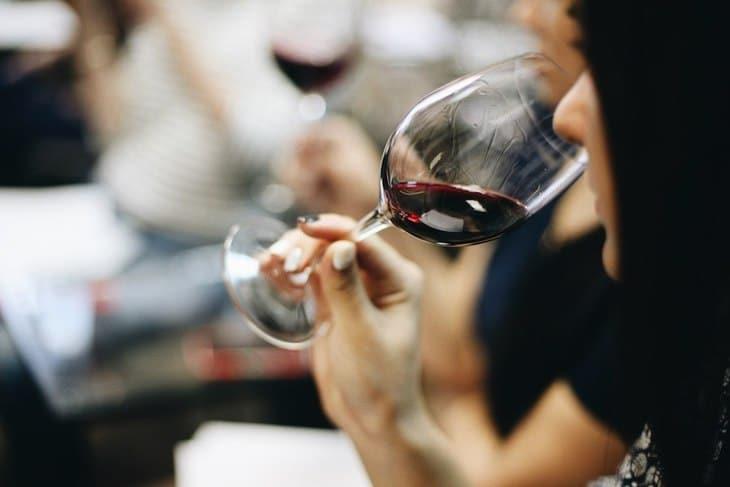 meilleures activités evjf Bordeaux -Dégustation de vin
