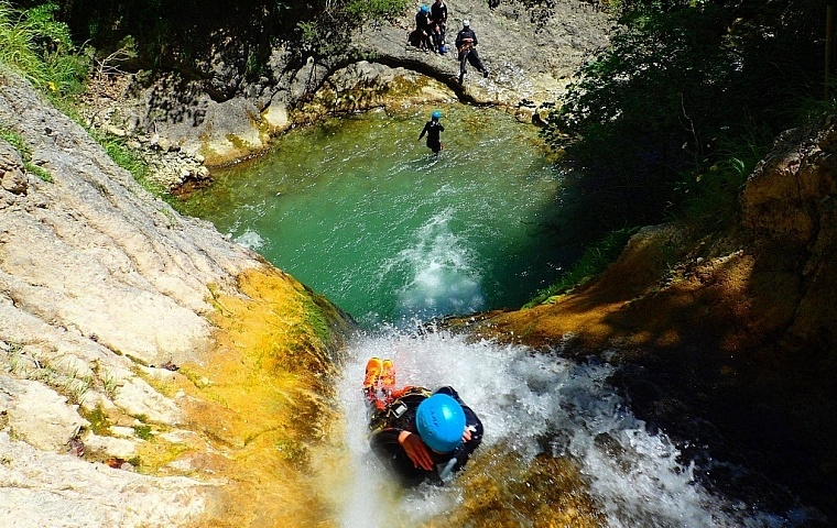 meilleures activités evjf annecy - canyoning annecy