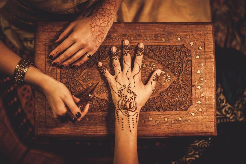 meilleures activités evjf marrakech - EVJF-Marrakech-tatouage-henné