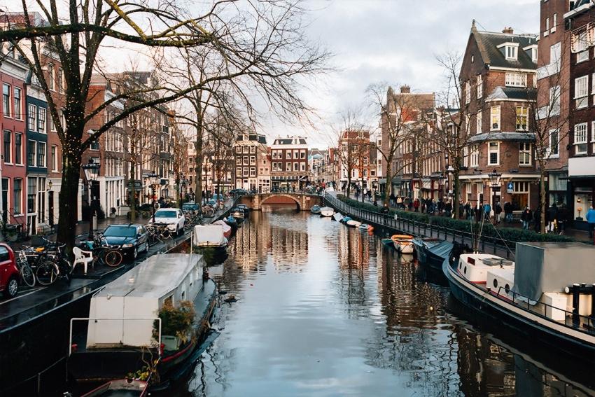 meilleures activités evjf à amsterdam - balade en bateau à amsterdam